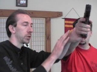 Howto disarm the gun off your offender