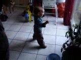 Jeanne danse et marche