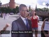 Russie : des baisers pour Dmitri Medvedev - no comment