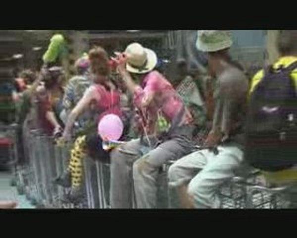 Nantes : manif à l'aéroport des clowns activistes