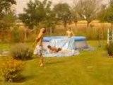 piscine avec des potes