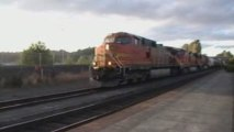 BNSF #4600 Passes slowly through Kelso