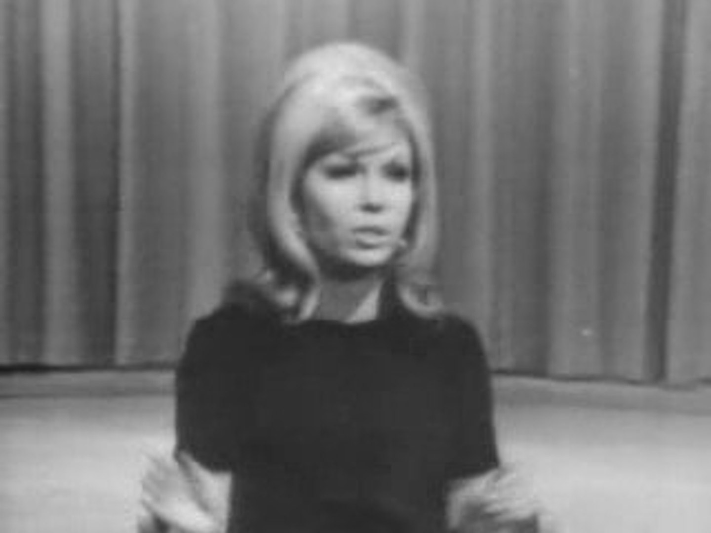 Nancy Sinatra - These Boots Are Made For Walking Live 1966