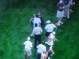 Régis spectateur vs balle de golf