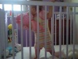 jade joue dans son lit