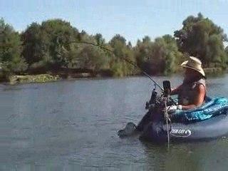 Silure en float tube de 2m le 30.08.09 par Salem et Fred