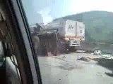 suraccident un camion percute un autre camion couché
