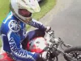 saut loupé en mini moto