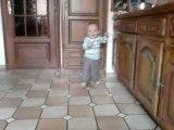 kylian marche seul
