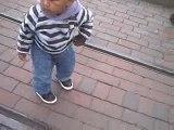 bébé metis danse a disney