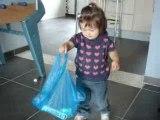 Méline marche...avec son sac !