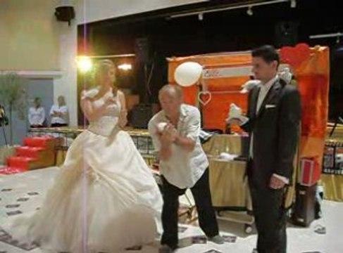 Mariage   colombes  estrade en fete