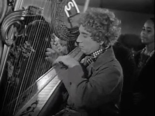 Marx Brothers - At The Circus (1939) Harpo plays harp