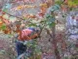 Paintball fun Maxime se prend les pieds dans le tapis