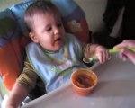 Loukas mange tout seul