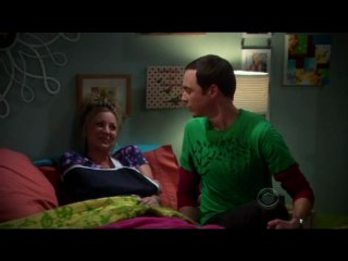 Penny et Sheldon chantent Soft Kitty
