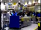 Black friday madness - customers rush best buy on black frid