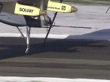 Décollage de l'avion solaire Solar Impulse
