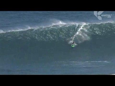 Onward surf la Jaws à Maui