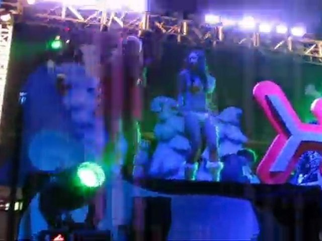 Hot girls dancing to DJ Scottyboy, DJ Dfuse
