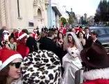 Des Pères Noël s'invitent à un mariage