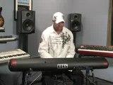 Frank McComb et le Korg SV-1 Stage Vintage Piano