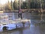 Régis fait un saut sur un lac gelé