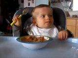 enzo mange seul