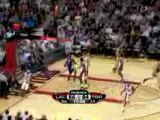 Luke Walton finds Lamar Odom with a behind the back pass and