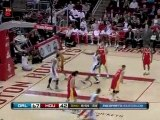 Dwight Howard throws down the hammer off the nice dish from