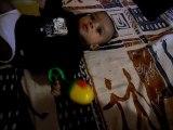 Gabriel 3 mois et son hochet