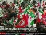 Italianos protestan contra Silvio Berlusconi