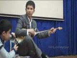 Kazakistan öğrenci dombra enstürüman