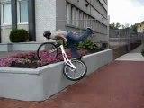 Il se ramasse en vélo