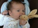 Romain et son doudou lapin