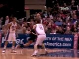 Joakim Noah taks a pass from Derrick Rose, drives the lane a