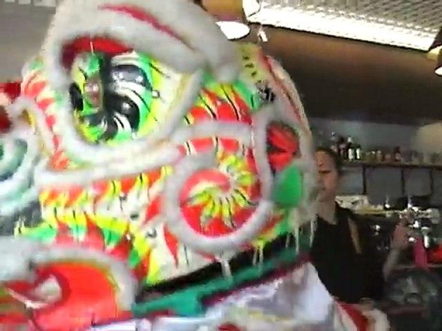 [Nam-Ho-Quyen] Danse de la licorne au restaurant le Mékong