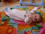 timéo et son tapis d'éveil