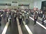 La danse du bal par le groupe de demo
