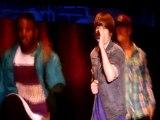 Justin Bieber se casse le pied sur scène   regardez !