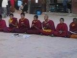 Népal - Chant de jeunes bouddhistes à Katmandou