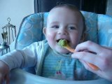 Hugo mange et en plus c'est bon !!!