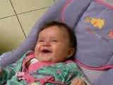 Zélie, 4 mois - 3 jours, discute, rigole avec sa marraine