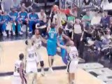 Dirk Nowitzki hits Shawn Marion with a pass in the paint for