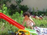 Mila sur le toboggan juin 2006