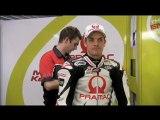 Démonstration par Alpinestars de l'airbag à déclenchement électronique intégré à la combinaison de Mika Kallio lors des essais MotoGP du Qatar 2010 (Vidéo Alpinestars).
