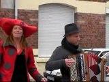 Somain-brocante des enfants-la chanteuse et l'accordéon-