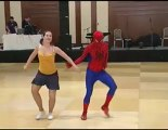 Spider Man alla gara di ballo