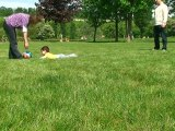 Je joue au ballon avec Maman et Papa