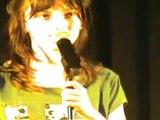 Sandra au spectacle de chant dans l'Aude